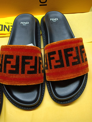 Mixed Brand Slippers Unisex ID:202004a103
