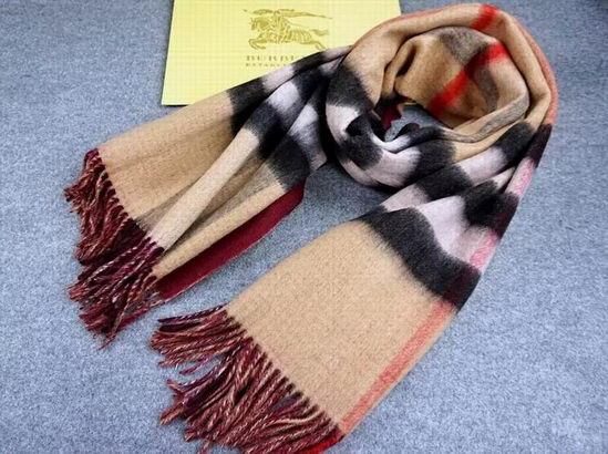 Burberry Checked Long Scarve Beige